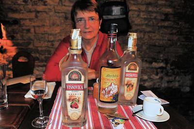 Bratislava - Françoise concentrée devant quelques stimulants - Slovaquie