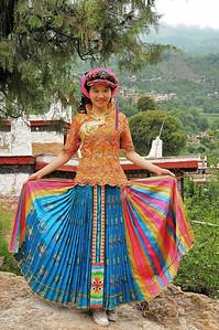 Jiaju - Emma en costume tibétain - Sichuan - Chine