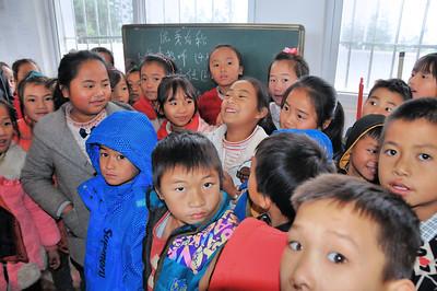 A l'école de Linlang - Rencontre avec ma filleule scolaire, Yang Jinying (en manteau gris à gauche) - Guangxi - Chine