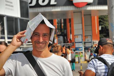 Iñigo au curieux chapeau sur la place de l'Empereur Charles Quint - Madrid - Espagne