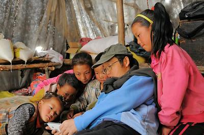 Yangze et les regards nomades captivés - Sichuan - Chine