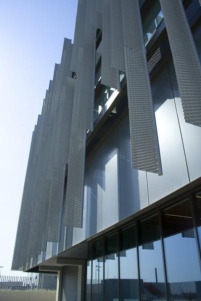 JustFacades.com pieralisi-zaragoza-fachada-expandido-acero galvanizado pintado-portf-1 (13).jpg