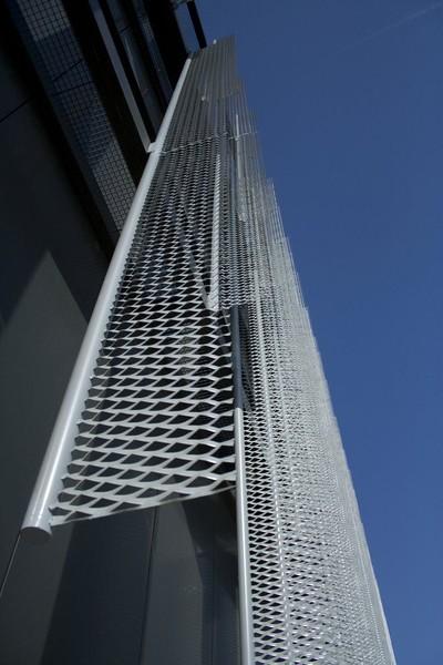 JustFacades.com pieralisi-zaragoza-fachada-expandido-acero galvanizado pintado-portf-1 (3).jpg