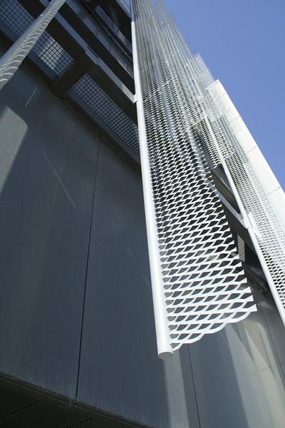 JustFacades.com pieralisi-zaragoza-fachada-expandido-acero galvanizado pintado-portf-1 (12).jpg