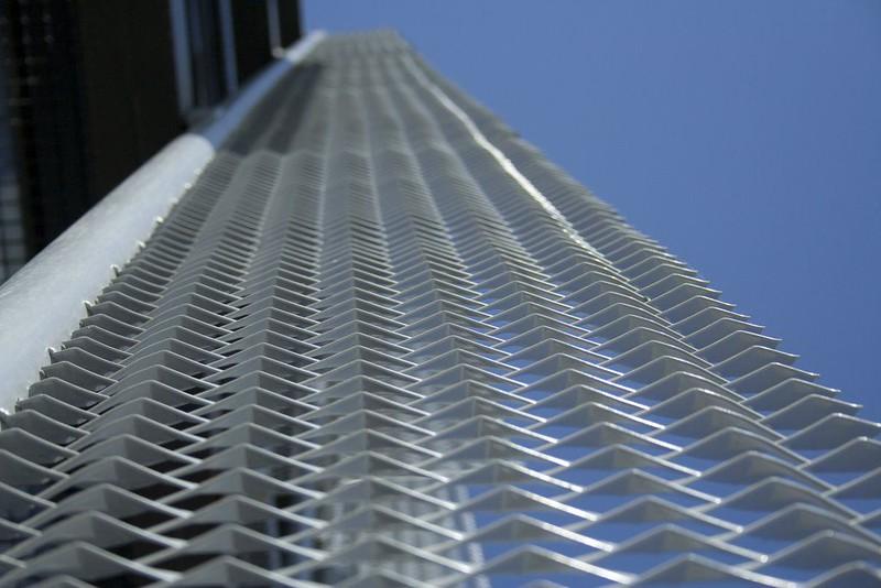 JustFacades.com pieralisi-zaragoza-fachada-expandido-acero galvanizado pintado-portf-1 (6).jpg