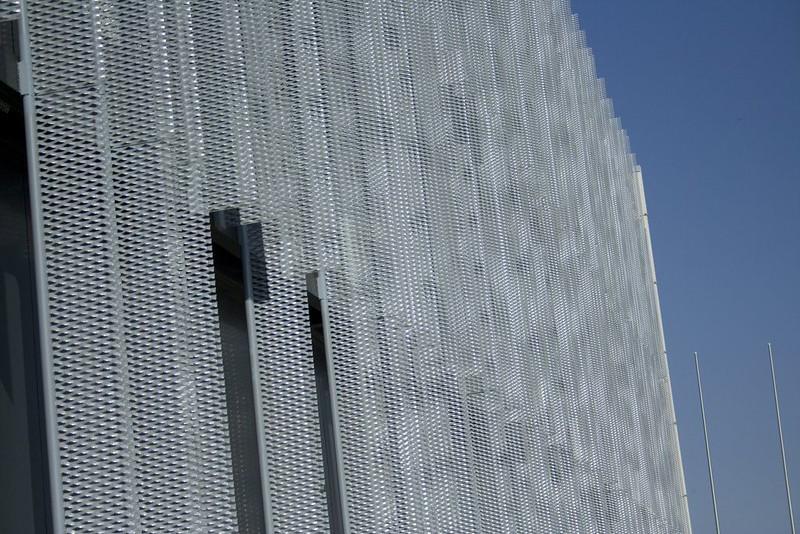 JustFacades.com pieralisi-zaragoza-fachada-expandido-acero galvanizado pintado-portf-1.jpg