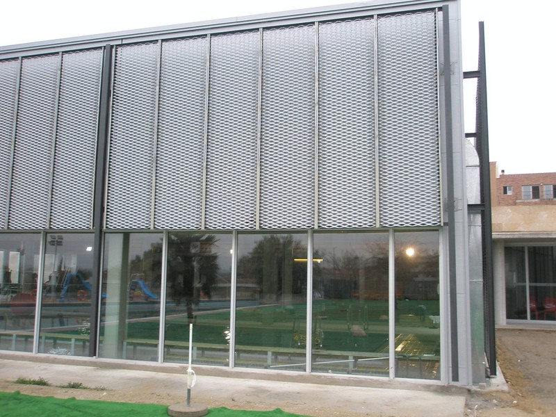 JustFacades.com Piscinas Sant Sadurni D'anoia-expandido-fachada-cerramiento-galvanizado-10 (8).JPG