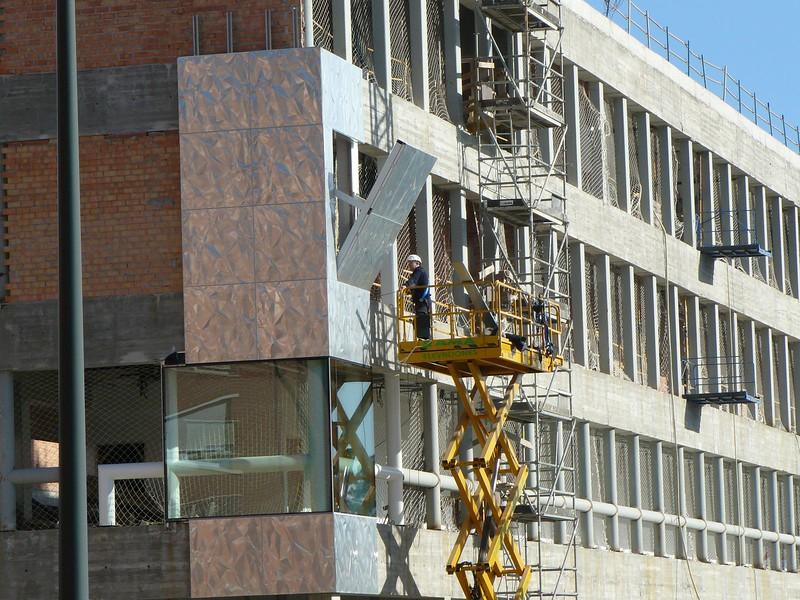 JustFacades.com Bomberos bilbao-Coll Barreu-Facade-aluminium-embossed-lacqued- 24-11-2009 11-44-17.jpg