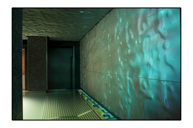 JustFacades.com Spa Isozaki-METROPOLITAN-interior-recubrimiento-aluminio-expand-anodizado-volumen-cladding-anodised aluminium-10 (11).jpg