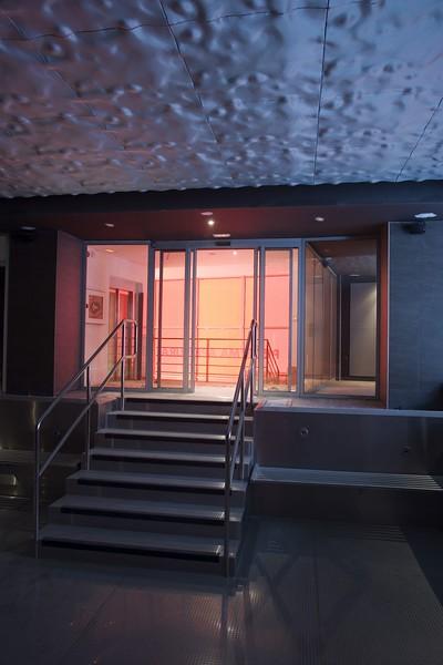 JustFacades.com Spa Isozaki-METROPOLITAN-interior-recubrimiento-aluminio-expand-anodizado-volumen-cladding-anodised aluminium-10 (9).jpg