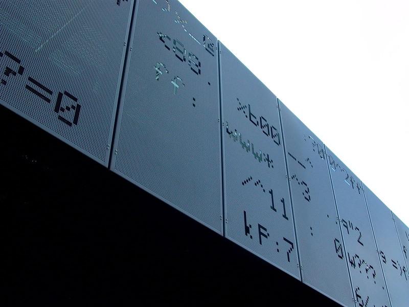 JustFacades.com Sede Euskaltel-parque tecnologico Zamudio-fachada-grafic-aluminio-lacado-15 (12).JPG