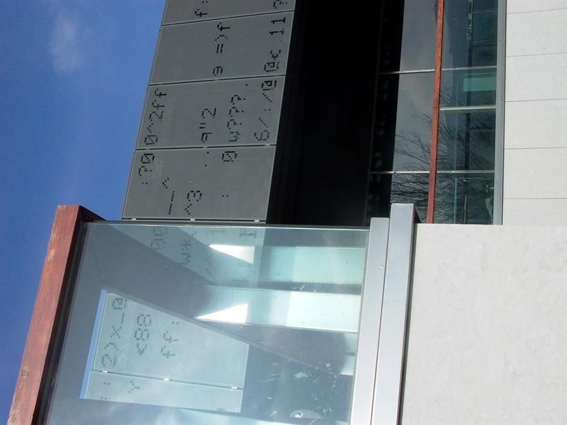 JustFacades.com Sede Euskaltel-parque tecnologico Zamudio-fachada-grafic-aluminio-lacado-15 (9).JPG