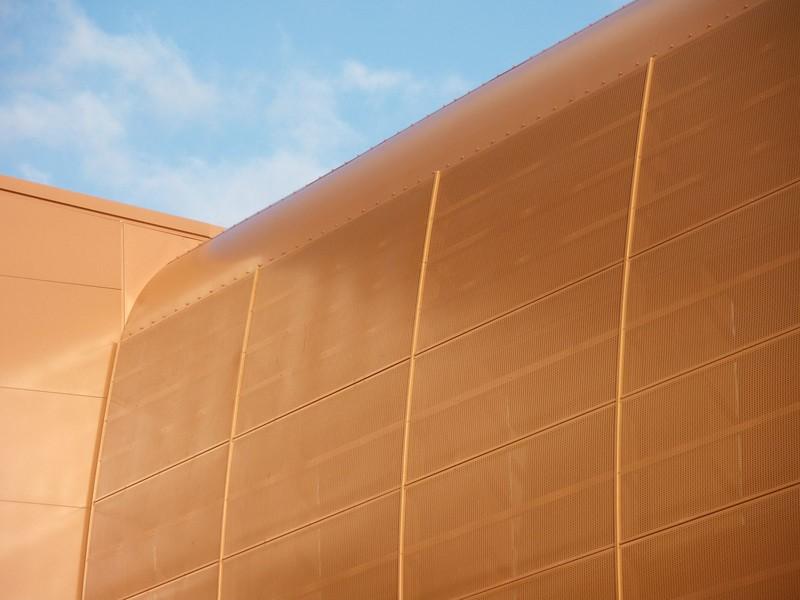 JustFacades.com Artika-Edif Oficinas Navara-perforado-aluminio-lacado color cobre-20 (8).JPG
