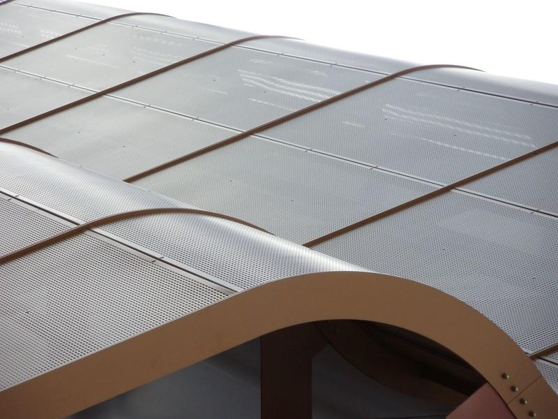 JustFacades.com Artika-Edif Oficinas Navara-perforado-aluminio-lacado color cobre-20 (24).JPG