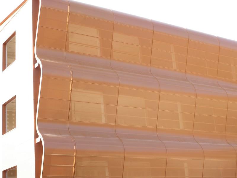 JustFacades.com Artika-Edif Oficinas Navara-perforado-aluminio-lacado color cobre-20.JPG