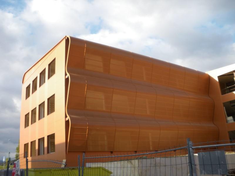 JustFacades.com Artika-Edif Oficinas Navara-perforado-aluminio-lacado color cobre-20 (6).JPG