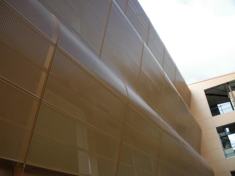 JustFacades.com Artika-Edif Oficinas Navara-perforado-aluminio-lacado color cobre-20 (13).JPG