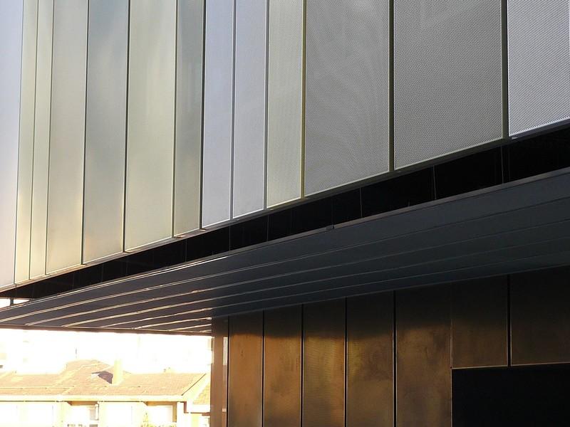JustFacades.com San Roke roque-Portugalete-perforado-acero galvanizado pintado-galvanised steel-color-sener-fachada-facade-9 (14).JPG