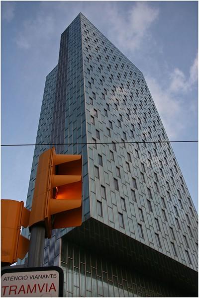 JustFacades.com Hotel Habitat Sky-ME-Barcelona-inox perforado-fachada-facade-stainless steel-d Perrault-grecado-24 (26).jpg