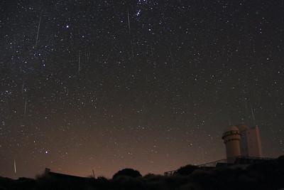 Geminid meteors above the Teide Observatory