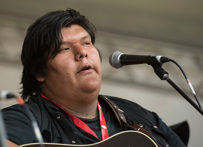 Richard Inman performs at a workshop hosted by Begonia at the Green Ash stage during Folk Fest at Birds Hill Park Sunday July 9, 2017. (David Lipnowski for Metro News)
