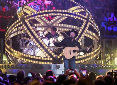 Garth Brooks performs at the MTS Centre Friday June 17, 2016. (David Lipnowski for Metro News)