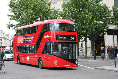 LT16, LK13FJN, Metroline, Trafalgar Square, Central London.