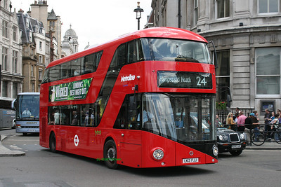 LT11, LK13FJJ, Metroline, Trafalgar Square, Central London.