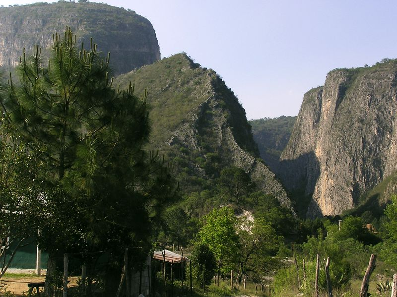 Entrance, road to El Salto canyon, and eventually, the back road to Monterrey via  Cortina Rompericos &  La Huasteca canyon