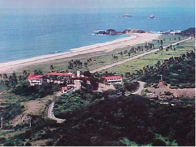 """NOT MY PHOTO! This comes from http://groups.msn.com/MexicoAdventureTravel/villamontanaadventureoutpost.msnw which includes the following info: """"Hotel El Tecuan For Sale! ....    25 acres, 36 rooms, pool, tennis, lake, airstrip, 3 villas all for $3.5 million usd""""  Nearby Shangri La estate is for sale for $3,500,000 US: http://www.viviun.com/AD-40984/"""