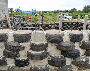 Hybrid Home Foundation using Tires, Mexico - 1