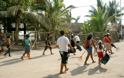 Volunteers Depart on Cleanup Campaign, Mexico
