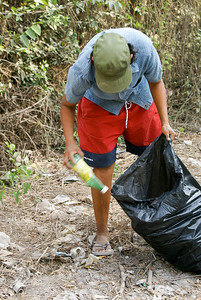 Collecting Roadside Litter in San Blas