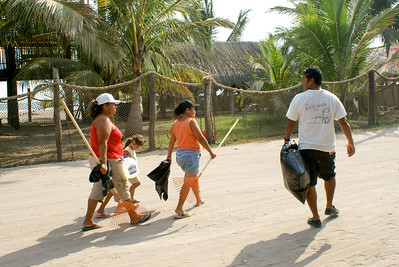Volunteers Setting Off to Clear Litter in Mexico