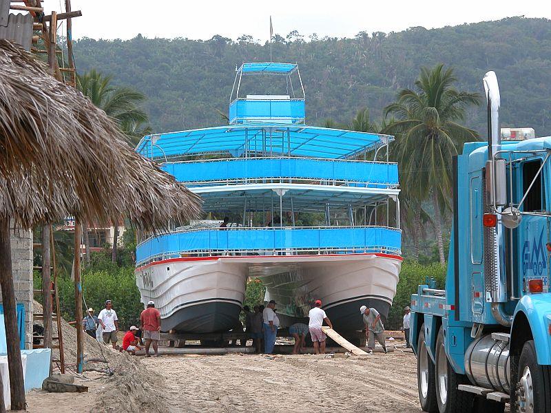 boats - Gran Fiesta launching 02