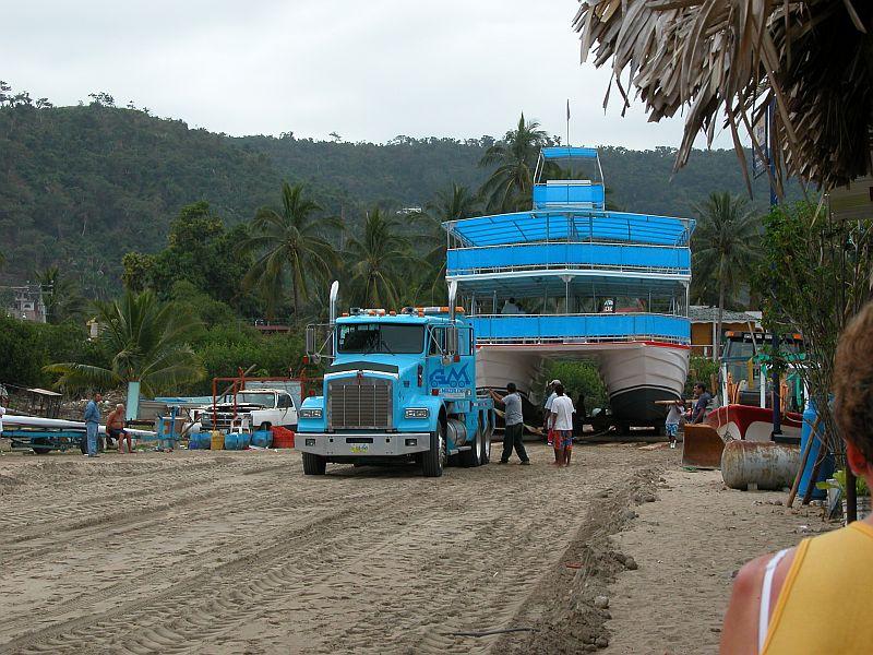boats - Gran Fiesta launching 01