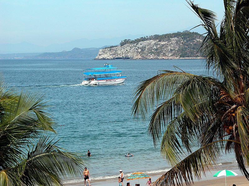 boats - Gran Fiesta underway