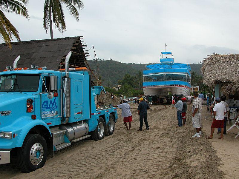 boats - Gran Fiesta launching 03