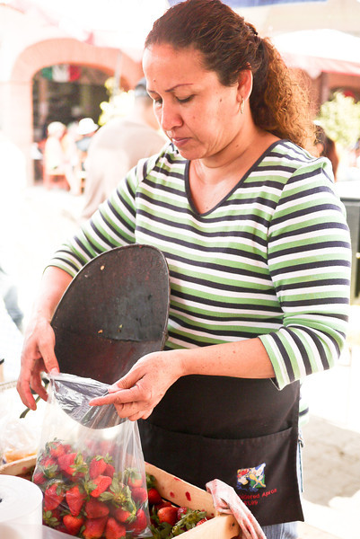 Bagging up fresh strawberries at La Penita market.