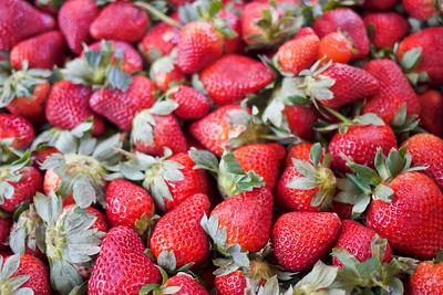 Fresh strawberries at La Penita market.