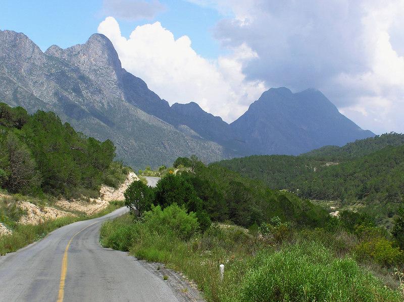 Between Los Lirios and Laguna de Sanchez