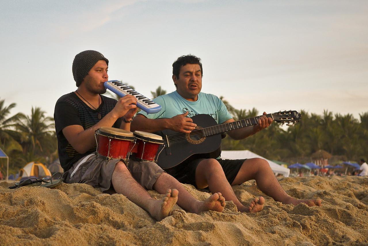 Musicians serenade the beach goers.