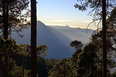 Der Vulkan Tachumulco und weiter hinten der Vulkan Santa Maria