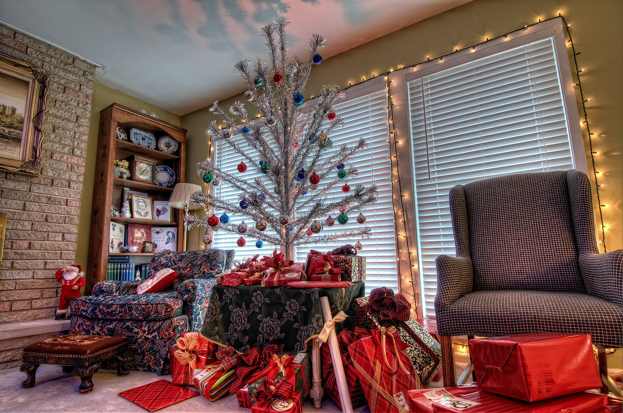 A Retro Christmas at the Meyers's home