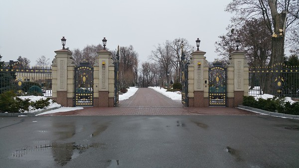 Gorgeous gates all painted up in Gold..Viktor clearly had a liking for Gold as we will see later..