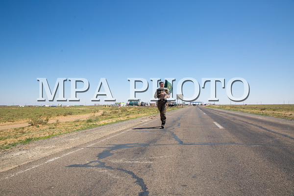 2021 оны наймдугаар сарын 1. Дорноговь аймгийн Замын-Үүд суманд байрлах Хилийн цэргийн 0108 дугаар ангийн, ахлах ахлагч, спортын мастер Т.Рэнцэнбадам өмнөд хилийн отрядаас умард хилийн отряд хүртэл буюу Сэлэнгэ аймаг хүртэл 1100 км-ын холын зайд гүйхээр өнөөдөр замдаа гарлаа.  Тэрээр Дорноговь аймгийн Хилийн 0108 дугаар ангиас Сэлэнгэ аймгийн Алтанбулаг боомтын 652 дугаар тэмдэгт хүртэл нийт 1100 километрийг туулж, Хил хамгаалах байгууллагын 88 жилийн ойн баярын өдөр буюу есдүгээр сарын 17-ны өдөр бариандаа орохоор тооцжээ.Хилчин бүсгүйчүүдийн тэсвэр, тэвчээрийг харуулахаар мордсон бүсгүйдээ нийт хилчдийнхээ өмнөөс амжилтын дээдийг хүсье.  ГЭРЭЛ ЗУРГИЙГ Д.ЗАНДАНБАТ/MPA