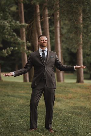 "A funny picture of the groom shrugging with his hands up, as if to say, ""what the hell?"""