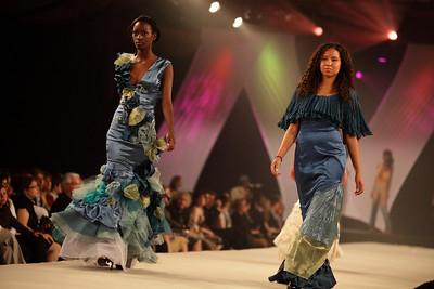 GRANDE PREMIÈRE 2010 / Académie de Design de Mode RICHARD ROBINSON     ****Email me for reasonable pricing - alainleury@hotmail.com ***
