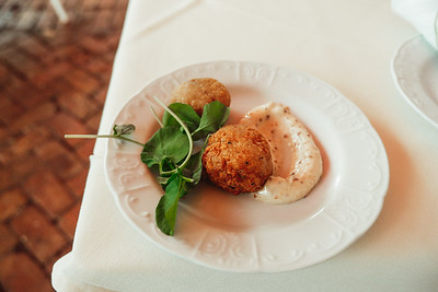 Crab Cakes with Lemon and Dill Sauce