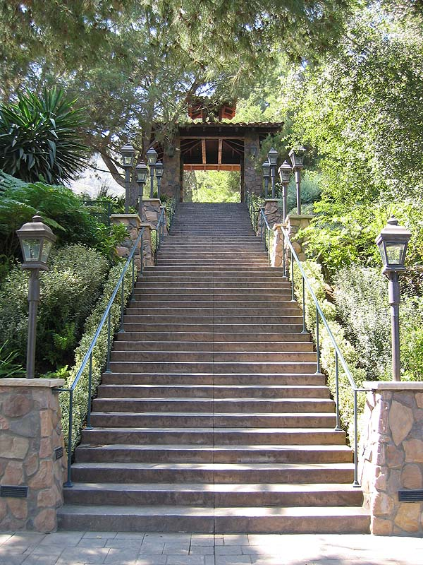 "The gorgeous stairway leading up to the site for the <a href=""http://www.miataconnection.com"">Surf 'N' Safari '04</a> Saturday Night Banquet."